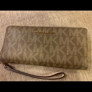 Barely used Michael Kors  Double Zip Wristlet